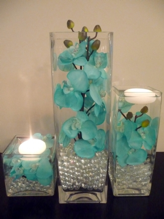 Vaso quadrado com orquídeas azuis - Foto do Site thepamperedbrideboutique