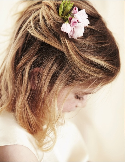 Foto do Site http://indulgy.com/post/j0ziCvCf41/hair-bow-too-cute-maybe-for-a-flower-girl