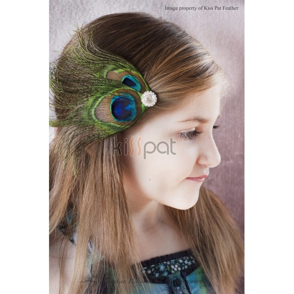 Foto do Site http://feathermonster.com/bridal-feather-accessories/674-peacock-feather-clippeacock-wedding-fascinatorbridalbridesmaidsflower-girls-hair-accessory.html