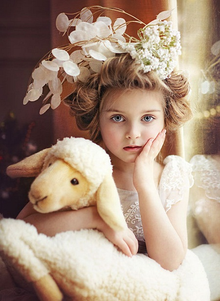 Foto do Site http://veliop.com/kids-flower-girl-hairstyles-for-long-hair.html