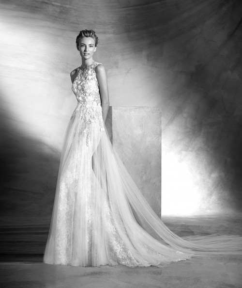 Maravilhoso vestido Couture Pronovias (clique aqui)